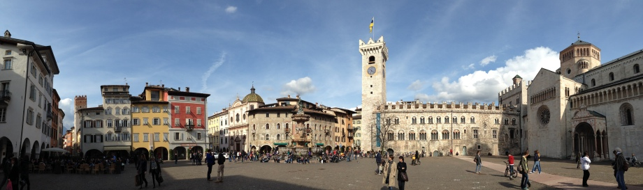 Piazza Duomo a Trento (http://www.iphone-panorama.com/)